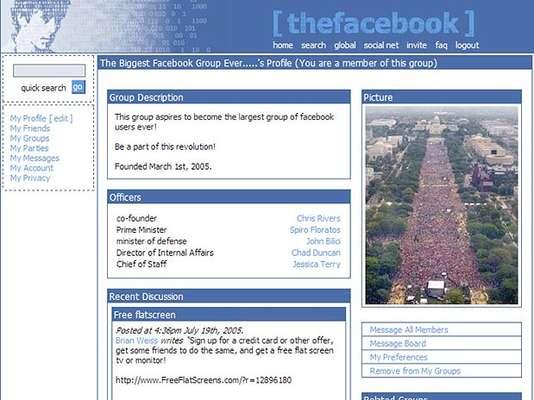 Em 4 de fevereiro de 2004, nascia oficialmente o Facebook, na época thefacebook.com. Nos primeiros dias de vida, a rede social cofundada por Mark Zuckerberg permitia que estudantes usando a internet de Harvard, de que era aluno, criassem perfis básicos com informações pessoais e fotos
