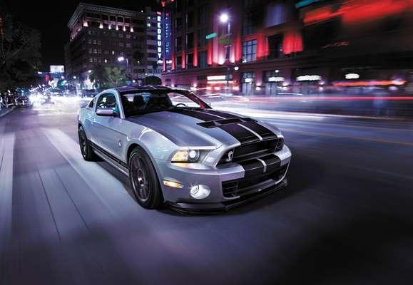 """""""SVT mantiene el Ford Mustang Shelby GT500 2014 a la vanguardia de la tecnología y lleva el rendimiento del coche a un nuevo nivel"""", dijo Jamal Hameedi, ingeniero jefe de SVT."""