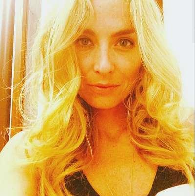 """Angélica decidiu desejar """"boa noite"""" a seus seguidores do Instagram postando uma foto sem maquiagem, mas acabou gerando polêmica na rede social. Os comentários se dividiram entre críticas e elogios e muitos fãs entraram na discussão defendendo a apresentadora do programa Estrelas"""