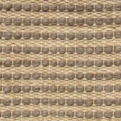 Esta peça da marca Vitrine, parte do Grupo Casa Fortaleza, foi confeccionada com lã e juta, duas fibras naturais. Informações: 0800 121 180. O metro quadrado desta peça custa R$ 454