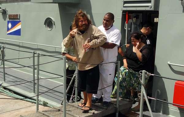 4 de fevereiro - Alvarenga foi encontrado após 14 meses à deriva, a mais de 10 mil quilômetros do ponto de partida. Ele foi levado para o hospital onde passou por exames médicos e foi liberado após ser considerado apto