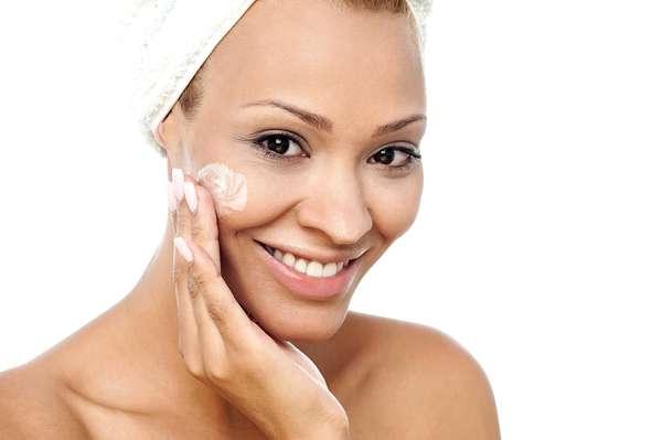Vitamina C recupera a pele dos sinais provocados pela ação do tempo, como o aparecimento das indesejáveis rugas e das linhas de expressão