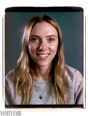 Scarlett Johansson foi uma das atrizes que posaram para ensaio da Vanity Fair de março, que traz celebridades de Hollywood sem maquiagem