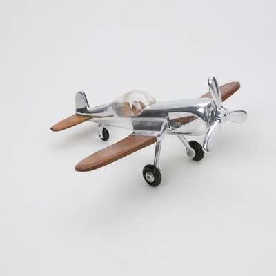 Os aviões são indicados para pessoas aventureiras, que gostam de viajar. À venda na Cecilia Dale, por R$ 198. Informações: (11) 3943-6085