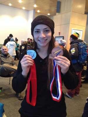 A ginasta brasileira Laís Souza, 25 anos, recebeu convite para treinar esqui aéreo e participar da Olimpíada de Inverno na Rússia. No entanto, após sete meses de treinamento, ela se acidentou. Laís colidiu com uma árvore e fraturou a vértebra C3