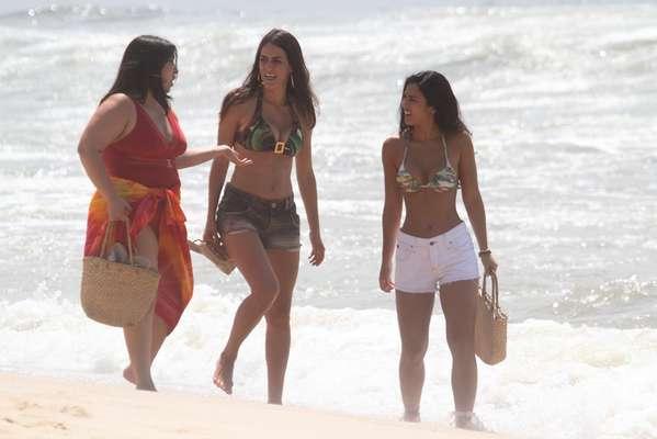 Yanna Lavigne, Mariana Xavier e Luciana Paes gravaram cenas da novela 'Além do Horizonte', da TV Globo, na praia do Recreio, zona oeste do Rio de Janeiro, nesta quinta-feira (13). Na ocasião, as três foram clicadas de roupas de banho enquanto realizavam as filmagens