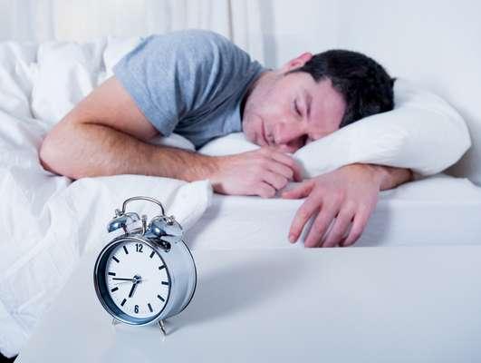 No primeiro dia útil sem o horário de verão, o corpo tende a estranhar um pouco a alteração no relógio e apresenta reações como insônia e indisposição