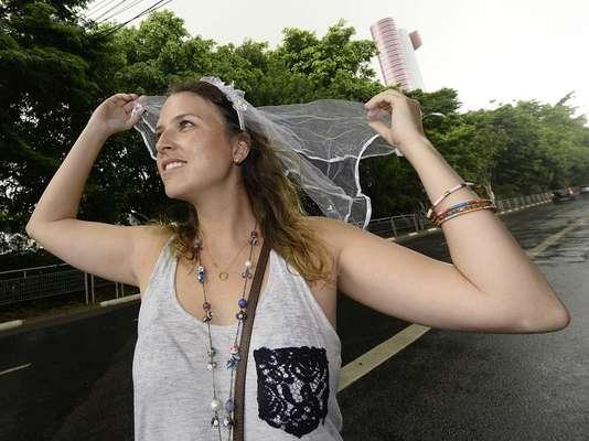 Foliões enfrentaram a chuva em São Paulo na tarde deste sábado (15) para curtir o bloco Boitatá, realizado em Pinheiros