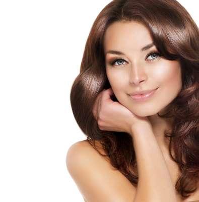 O detox nutritivo retira a química dos fios e traz mais saúde ao cabelo. Profissionais indicam o tratamento no verão para remover as impurezas deixadas pelo mar ou piscina