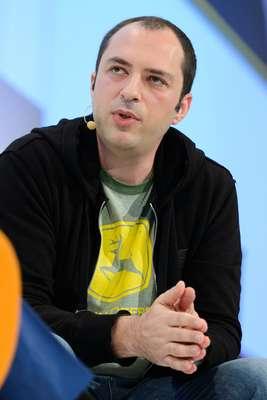 Jan Koum, CEO e co-fundador do WhatsApp, é natural da Ucrânia. Hoje com 37 anos, chegou aos Estados Unidos com 16 anos. Sua família vivia a base de ajuda do governo, eles pegavam tíquetes de refeição a dois quarteirões do futuro escritório do aplicativo de envio de mensagens, em Mountain View, na Califórnia. Atualmente com 450 milhões de usuários em todo o mundo, o WhatsApp foi vendido para o Facebook por US$ 19 bilhões. A Forbes estima que ele tenha um patrimônio de US$ 6,8 bilhões.