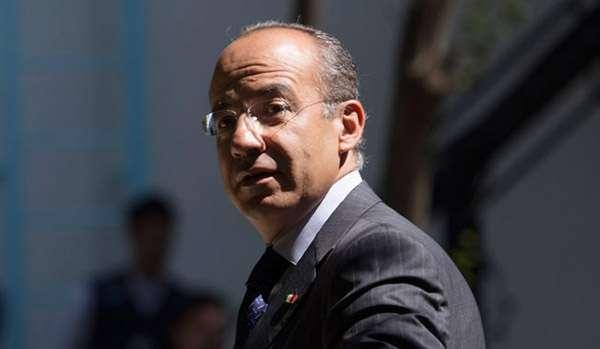 """Felipe Calderón mediante Twitter se adelantó al anuncio oficial: """"El equipo creado especialmente en la @SEMAR_mx ha sido muy perseverante. Localizó a Lazcano, a Treviño y ahora a Guzmán Loera. Felicidades"""""""