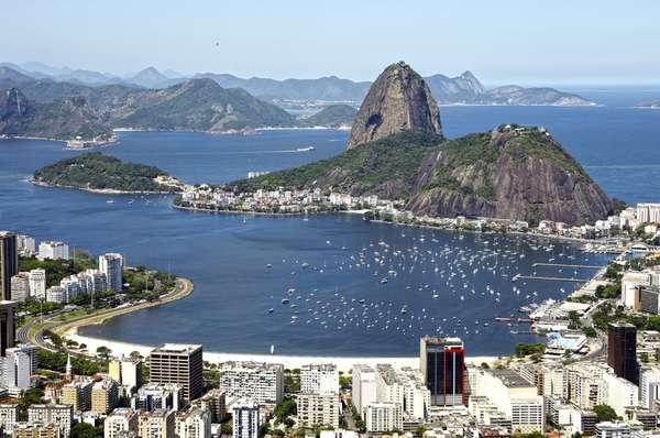 América do Sul - A temporada vai de novembro a março. A maioria das viagens sai dos portos brasileiros, em especial Santos e Rio de Janeiro, mas há saídas de Buenos Aires, na Argentina