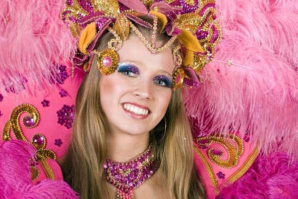 Para aproveitar o Carnaval com a pele bem cuidada, alguns cuidados especiais devem ser tomados durante os dias de folia