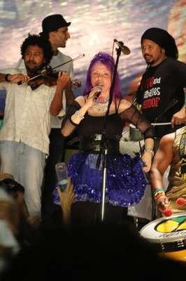 Olodum e Baby do Brasil agitam o público na abertura do Carnaval de Salvador