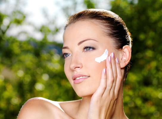 Formulados com substâncias alternativas, antimanchas deixam a tonalidade do rosto uniforme de forma eficaz e segura