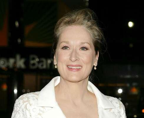 Estrela da premiação do Oscar, realizada neste domingo, a atriz Meryl Streep inspira mulheres do mundo inteiro com sua incrível capacidade de parecer imune ao avanço do tempo