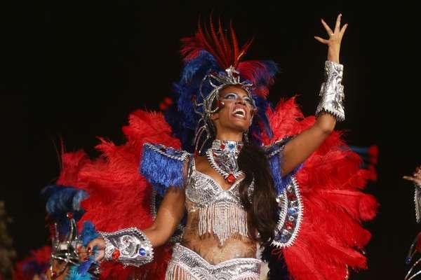 A Acadêmicos do Tatuapé homenageou São Jorge em seu samba-enredo e alegorias no desfile neste domingo