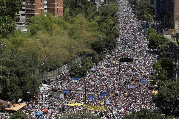 """Manifestantes """"inundaram"""" as ruas do país neste domingo contra o atual governo"""