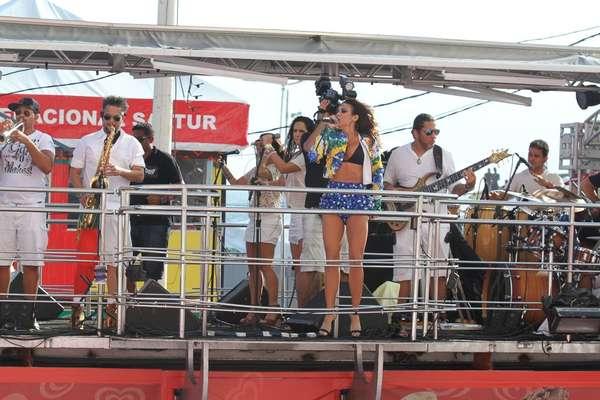 Trio liderado por Alinne Rosa agita a tarde de terça-feira, último dia de Carnaval em Salvador