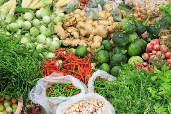 Enquanto a economia brasileira derrapa, o mercado de produtos orgânicos tem crescido a uma média de 20% ao ano, segundo Sylvia Wachsner, coordenadora do Centro de Inteligência em Orgânicos