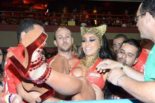 Irreverente como sempre, Sabrina Sato roubou a cena mais uma vez no Carnaval carioca