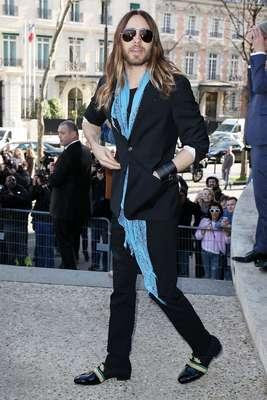 Jared Leto, o mais novo vencedor do Oscar de Melhor Ator Coadjuvante, por sua atuação em Clube de Compras Dallas, conferiu o desfile da Miu Miu nesta quarta-feira (05), último dia da semana de moda de Paris