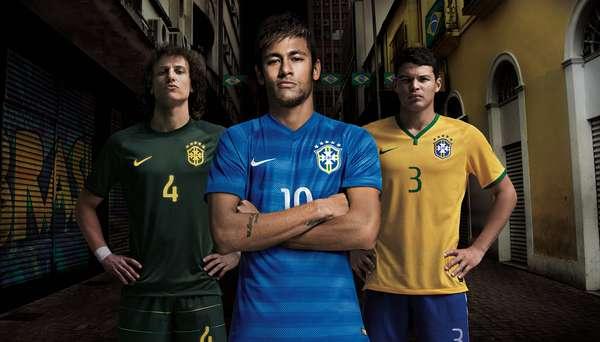A Seleção Brasileira estreia nesta quarta-feira, contra a África do Sul, a nova versão do uniforme número dois, azul. O kit que segue até a Copa do Mundo será utilizado no segundo tempo do amistoso. Veja em detalhes