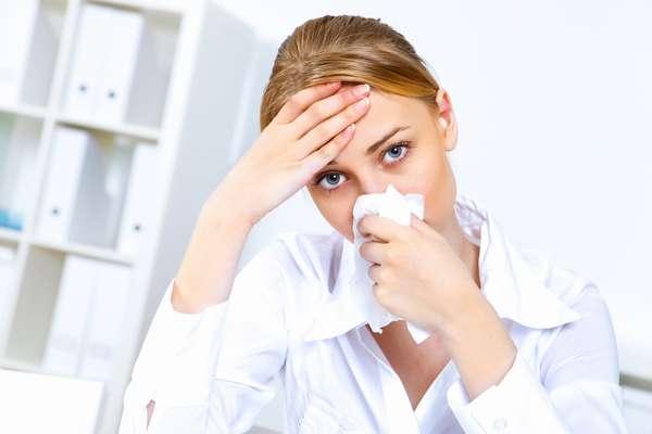 Frescor proporcionado pelo ar-condicionado tende a ressecar a mucosa do nariz, permitindo que o vírus da gripe tenha uma maior chance de se estabelecer no organismo