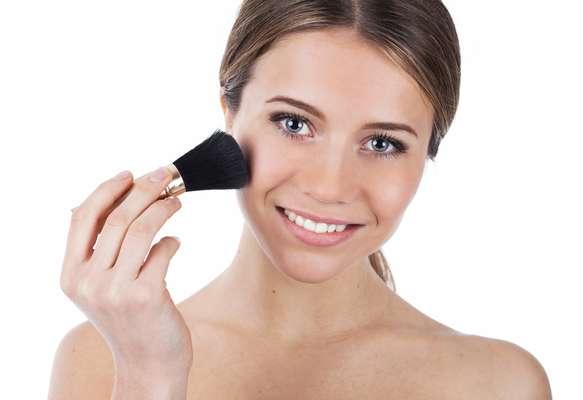 """Famosa por realçar a beleza natural, a maquiagem """"fresh"""" vem sendo bastante utilizada no verão por ser prática e resistente aos dias quentes de sol"""