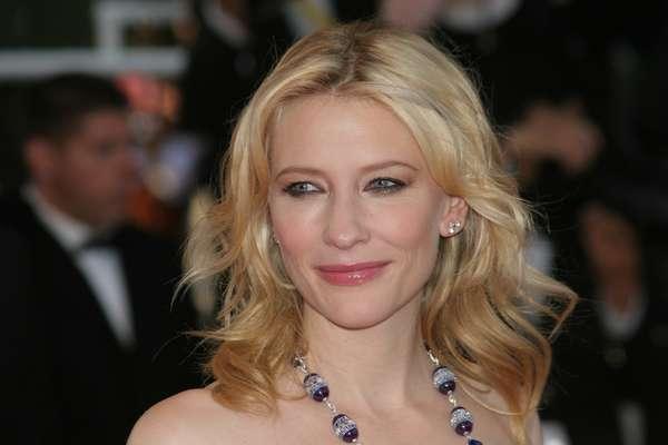 Aos 44 anos, a atriz australiana Cate Blanchett é admirada por muitas mulheres pela beleza de sua pele que permanece sem muitos sinais da idade