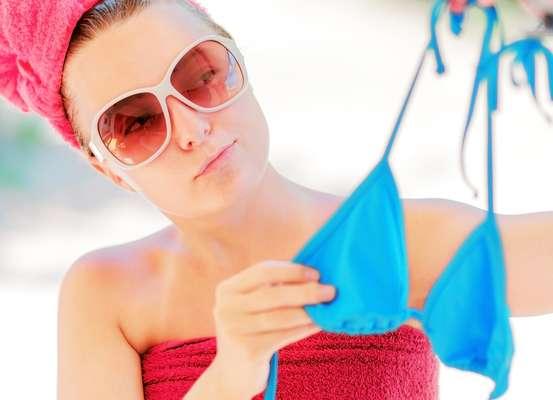 Usados ao longo da temporada de calor, biquínis e sungas devem receber alguns cuidados especiais para que sejam conservados e possam durar por muito mais tempo