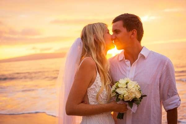Casar na praia tendo o mar como pano de fundo tem tudo para se tornar uma experiência inesquecível, mas para isso precisa ser muito bem planejado