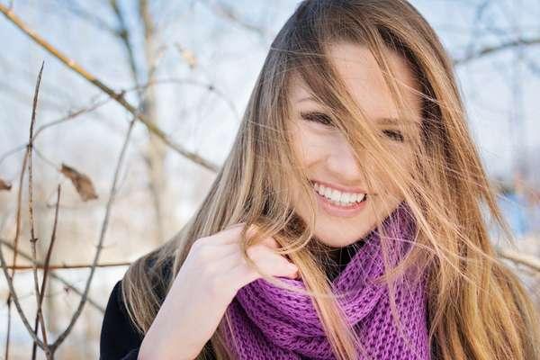 Outono é época de redobrar os cuidados com o cabelo, que sofreu desgaste durante o verão e a partir de agora será exposto ao calor excessivo do secador e da chapinha