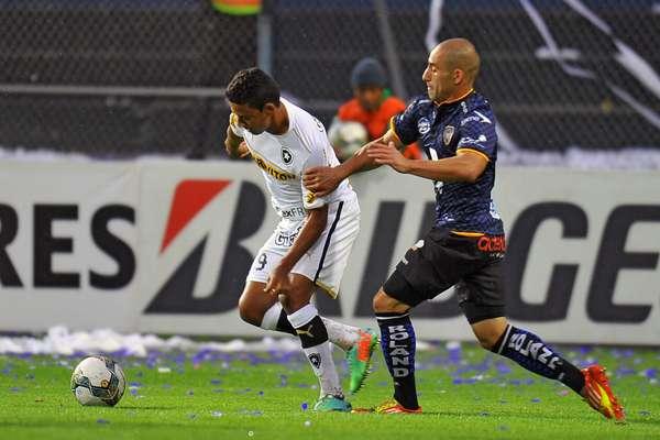 Con agónico tanto de Junior Sornoza, Independiente del Valle dio cuenta del Botafogo por pizarra de 2-1, con lo que los ecuatorianos presionan a los brasileños en la cima del Grupo 2 de la Copa Libertadores