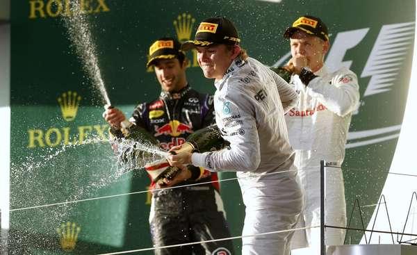 Pilotos festejam no pódio do GP da Austrália; Nico Rosberg dominou a prova e venceu com tranquilildade