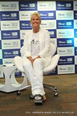 Xuxa está com sesamoidite e, por isso, tem de usar bota ortopédica