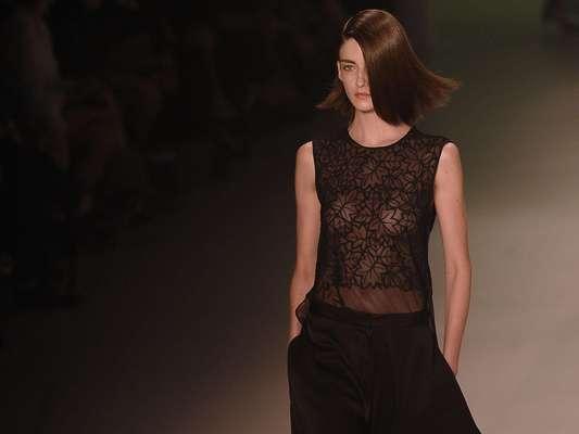 Transparência com folhas desenhadas na proposta apresentada pela Iódice no Fashion Rio de 2013: grife vai pular a próxima edição
