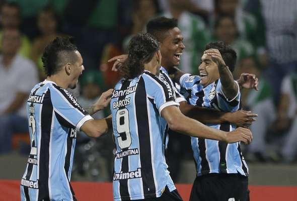 Com gols de Barcos e Dudu, o Grêmio venceu o Atletico Nacional por 2 a 0 fora de casa e garantiu classificação às oitavas de final da Copa Libertadores