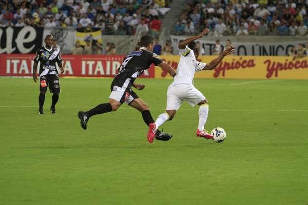 Cicinho, Mena e Aranha foram os únicos titulares do Santos que jogaram no empate por 0 a 0 com o Mixto na partida que marcou a inauguração da Arena Pantanal