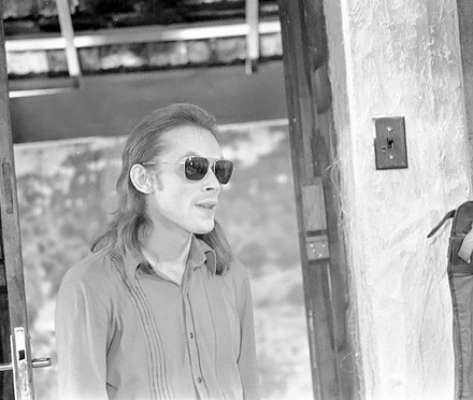 José Wilker falleció este sábado a la mañana, víctima de un infarto fulminante, en su casa de Río de Janeiro. En esta foto, el actor en 'Cavalo de Aço', en 1973