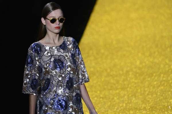 Alessa fez o segundo desfile da noite desta terça-feira, na 25ª edição do Fashion Rio. Com coleção inspirada no barroco, a grife propôs um verão com macacões, vestidos amplos e saias godês trabalhados em tons de azul, rose, branco, preto e dourado