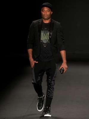 Anderson Silva se destaca na passarela da Ausländer no primeiro dia do Fashion Rio