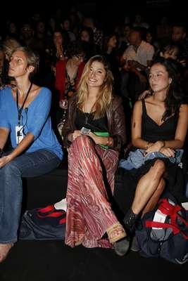 Sorridente, Sasha acompanha desfiles do Fashion Rio