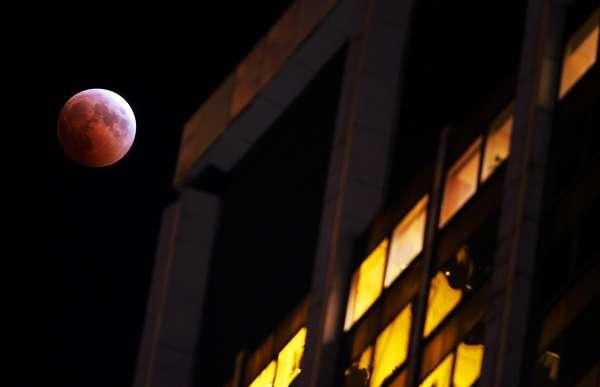 Lua de sangue vista nos Estados Unidos em outubro de 2004