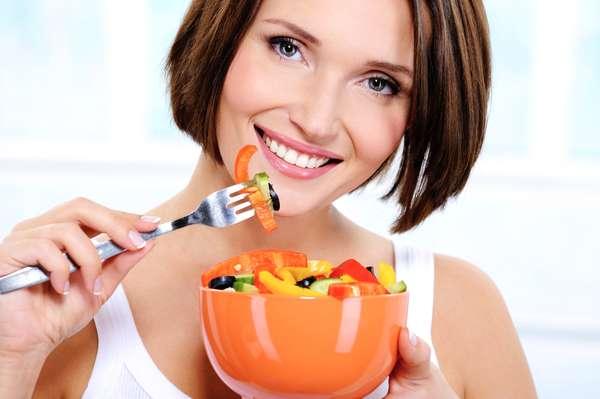 Siempre debemos mantener una dieta sana y equilibrada para conservar el organismo en un buen estado y, en el caso de la salud bucal, no hay excepciones