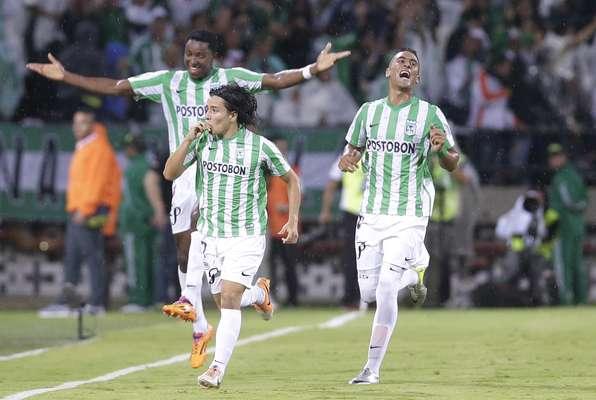 Com gol tardio de Cárdenas, o Atlético Nacional furou o bloqueio do Atlético-MG na Colômbia e venceu a ida das quartas de final por 1 a 0