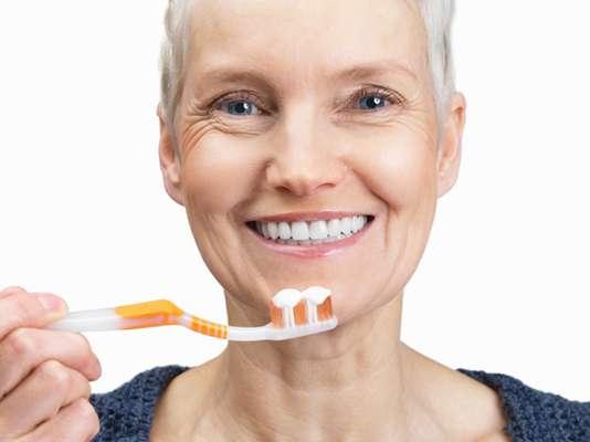 Esmalte: El esmalte dental es la primera capa que recubre los dientes y representa la sustancia más dura de todo nuestro organismo.