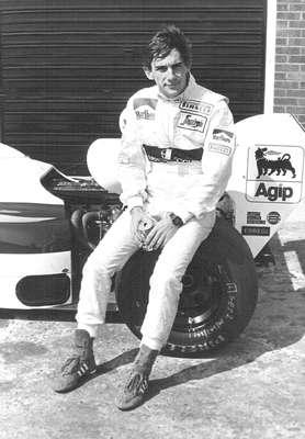 Vinte anos se passaram desde que Ayrton Senna deixou o Brasil de luto. Nesta galeria de fotos, o Terra relembra a carreira vitoriosa do ídolo na Fórmula 1, desde o início na pequena Toleman até a morte trágica em Ímola depois de três títulos mundiais. Confira