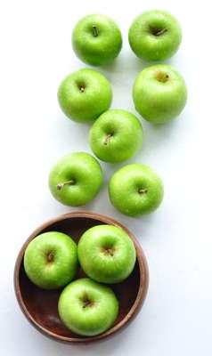 A maçã-verde possui minerais importantes para o crescimento e desenvolvimento das crianças e adolescentes