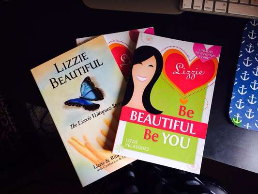 Os dois primeiros livros de Lizzie reforçam a ideia de que, para vencer na vida, basta ser você mesmo, independente do que os outros achem